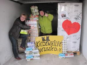 katzenhilfe neuwied ankunft der Spenden vom Tierschutz-Shop Valentins-Aktion
