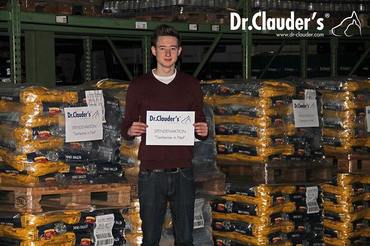 Dr. Clauder's spendet 5 Paletten Futter bei der Tierheim in Not Aktion von Tierschutz-Shop