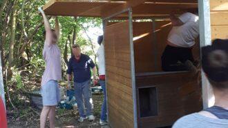 Dank unserer Geld-Prämie konnten Tierschützer ein Welpenhaus bauen.