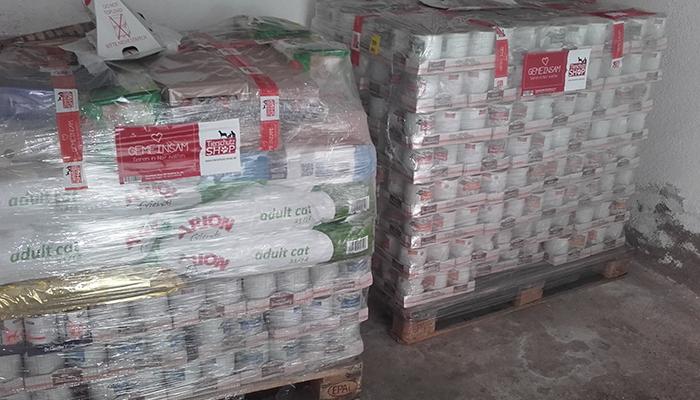 Zweite-Spendenankunft-nach-dem-Feuer-auf-der-Lucky-Farm-2