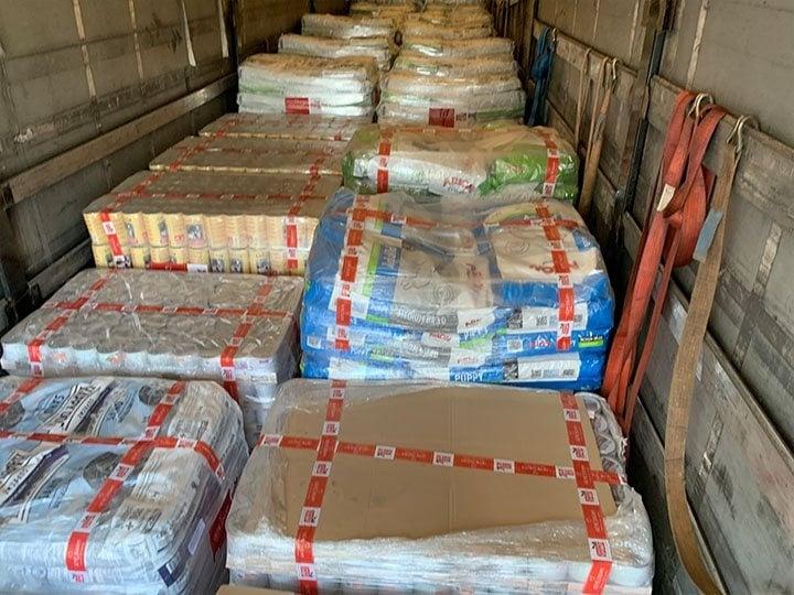 Zenias Tiere e.V.-Futterspendenankunft-september-2019-Spendenaktion-Sommerloch-Griechenland-(3)