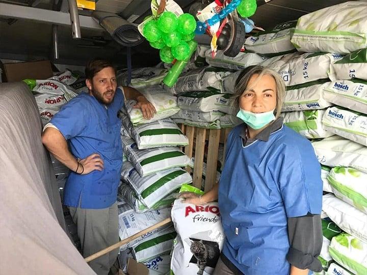 Life4Pets e.V.-Futterspendenankunft-oktober-2019-THdM Juli-Rumänien (2)
