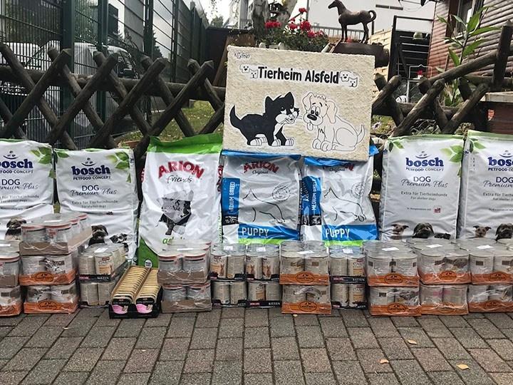 Tierschutzverein Alsfeld e. V.-Futterspendenankunft-oktober-2019-WL-Deutschland (1)