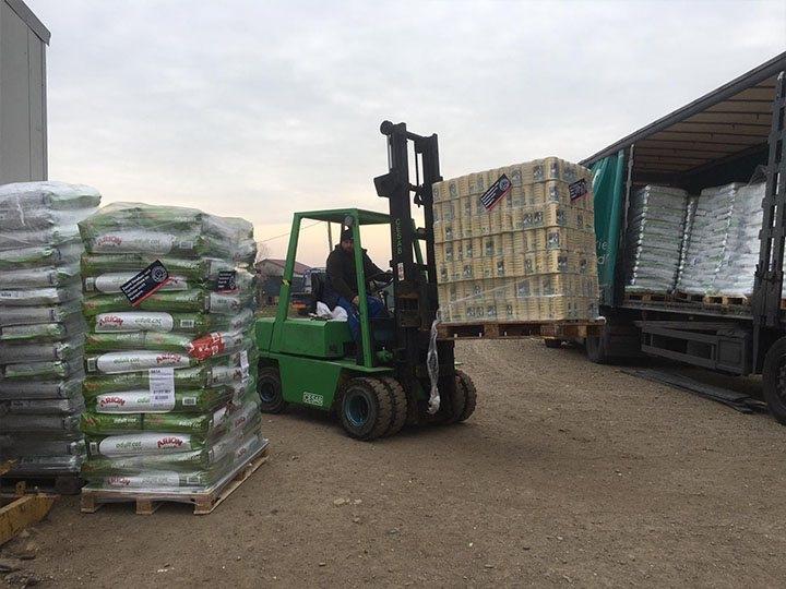 Initiative für Strassentiere e.V.-Futterspendenankunft-januar-2020-Spenden-Marathon 2019-Rumänien (3)
