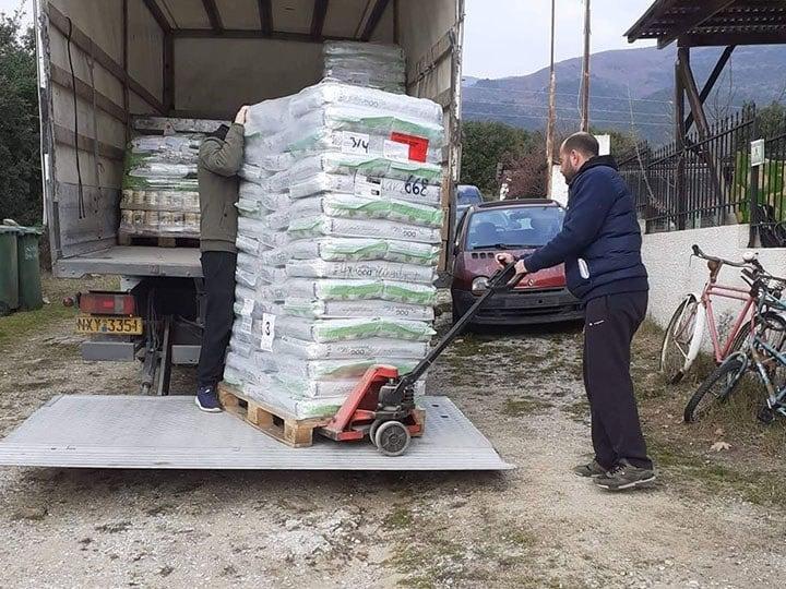 Pfotenengel mit Herz e.V.-Futterspendenankunft-januar-2020-WL-Griechenland (1)