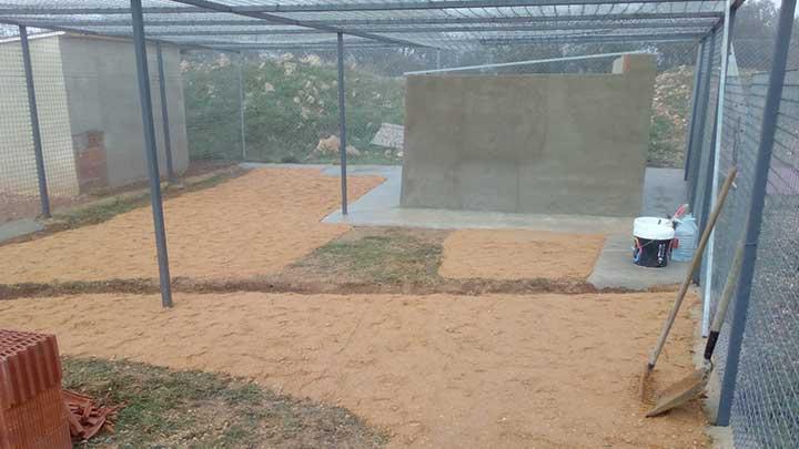 Zwingeranlage im Tierheim mit neuen Beton-Hütten