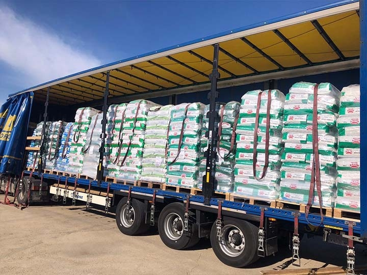 Galgorettung Fränkisches Seenland e.V.-Futterspendenankunft-april-2020-Galgo-Aktion-Spanien (2)