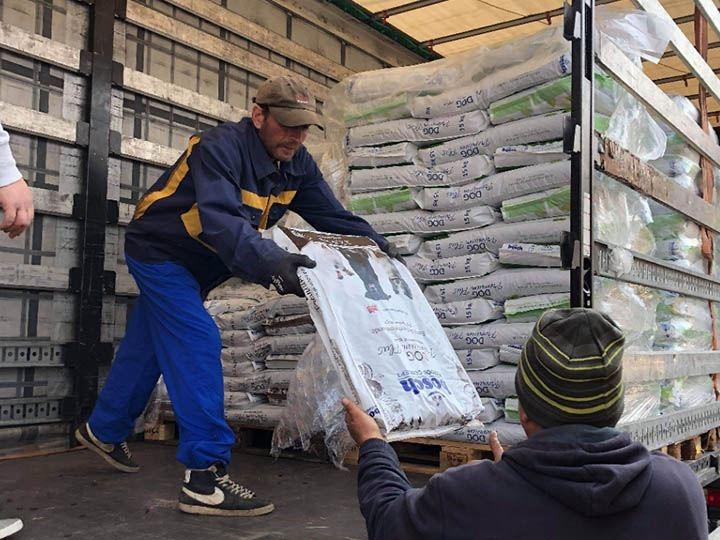 SpecialDogs e.V.-Futterspendenankunft-april-2020-Spenden-Marathon-2019-Rumänien (2)