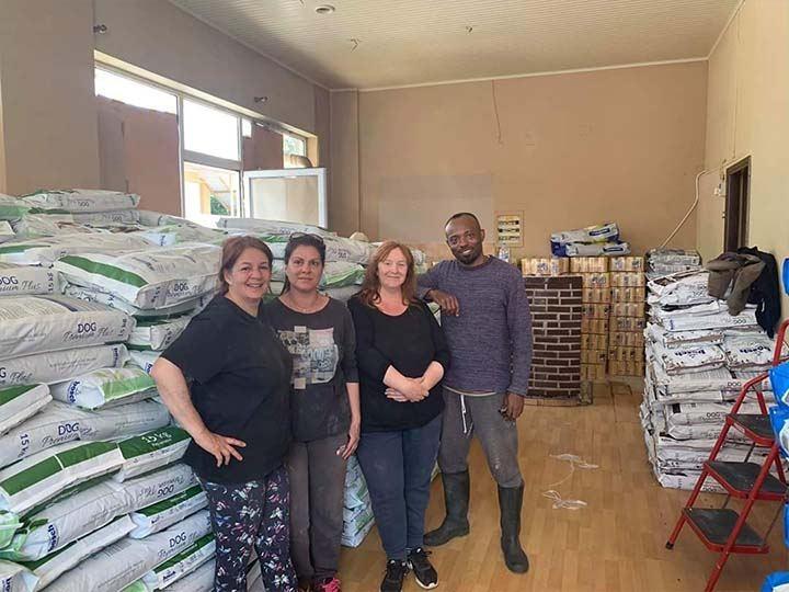 Stray Paws Deutschland e.V.-Futterspendenankunft-april-2020-Spenden-Marathon-2019-Griechenland (3)