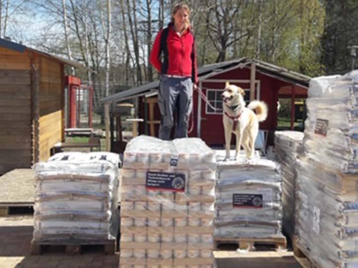 Tierschutzverein im Landkreis Oberhavel e.V.-Futterspendenankunft-april-2020-Spenden-Marathon-2019-Deutschland (1)