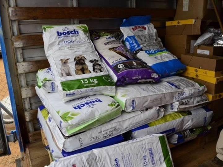 Verein für hilfebedürftige Tiere-Futterspendenankunft-april-2020-WL-Griechenland (3)